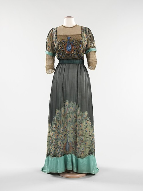 1911 evening dress by weeks peacock simbol besmrtnostibogatstva i egzotic48dnosti